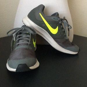 Boys' Nike Downshifter 7 Running Shoe, Sz 5Y